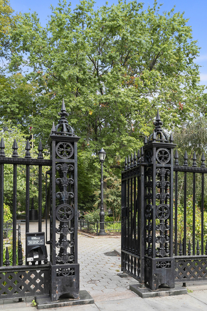 242 East 15th Street Gramercy Park New York NY 10003