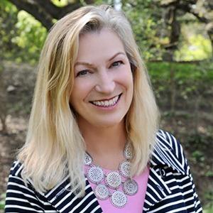 Headshot of Lauren Holloway