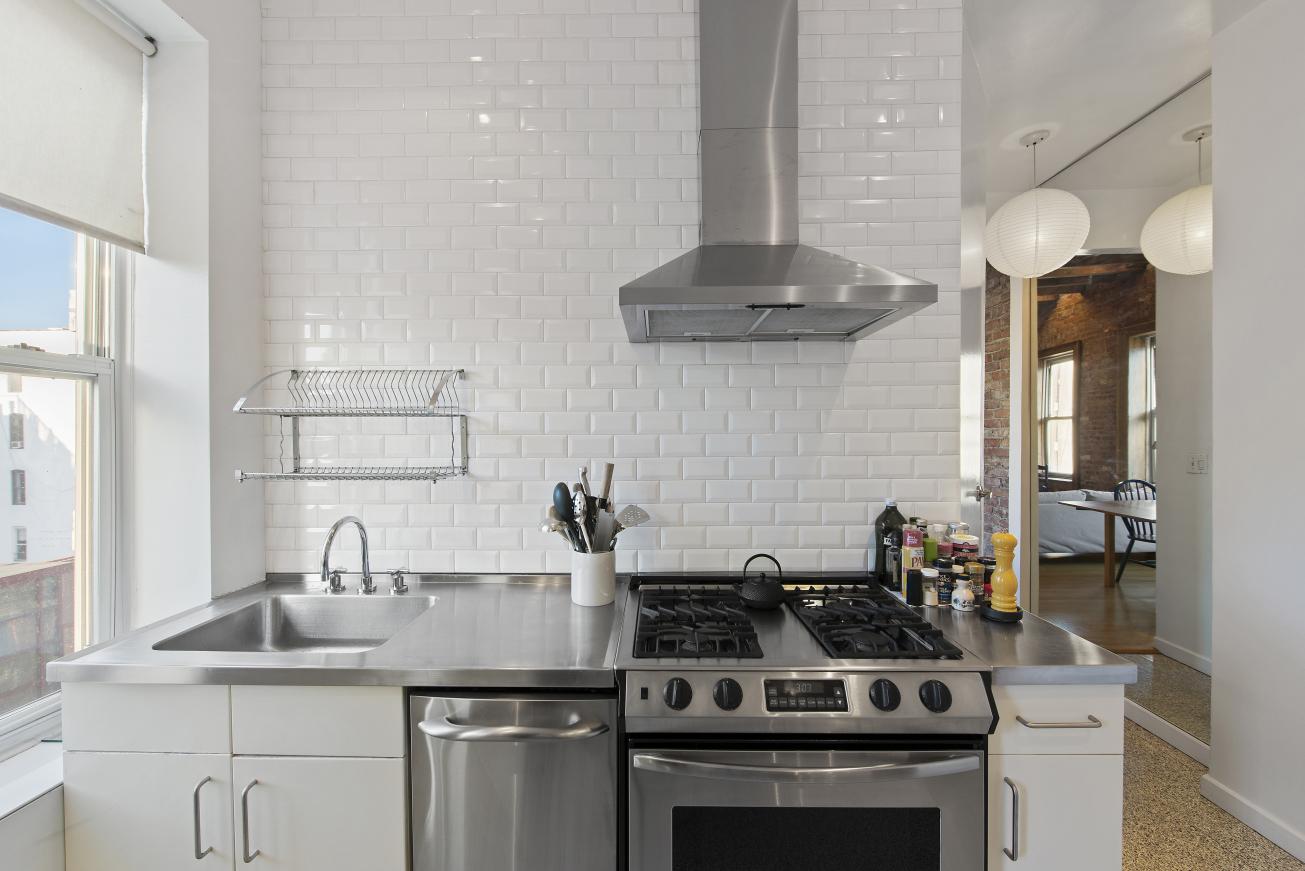 124 Thompson Street Soho New York NY 10012