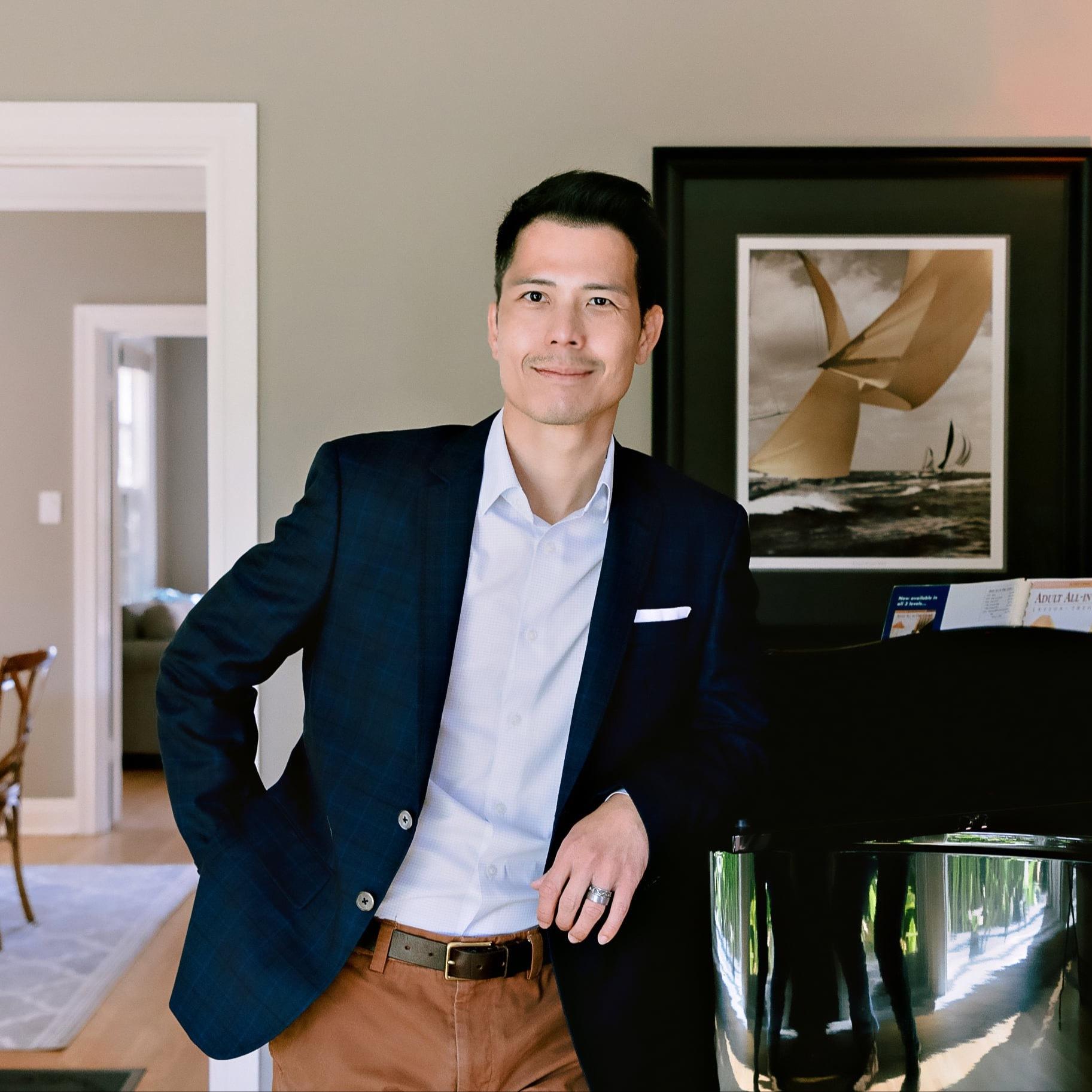 Headshot of Duc Nguyen